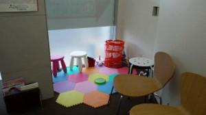 お子様の遊び場スペースありますのでご安心ください。
